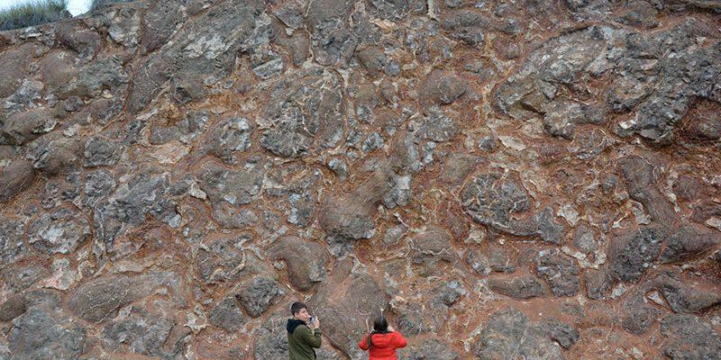 lavas alamedilla 800x400 - Lavas almohadilladas (pillowlavas) de Alamedilla - Geoparque de Granada