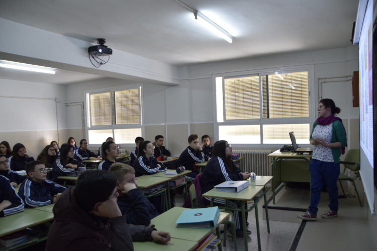 DSC1498 750x500 - El Día de la Mujer y la Niña en la Ciencia divulga conocimiento en las aulas de secundaria con la científica Mayte Pedrosa. - Geoparque de Granada