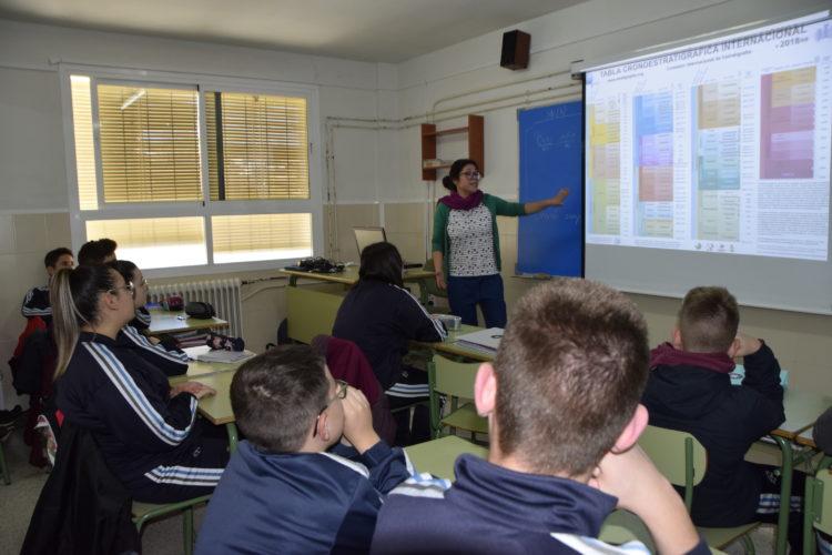 DSC1502 750x500 - El Día de la Mujer y la Niña en la Ciencia divulga conocimiento en las aulas de secundaria con la científica Mayte Pedrosa. - Geoparque de Granada