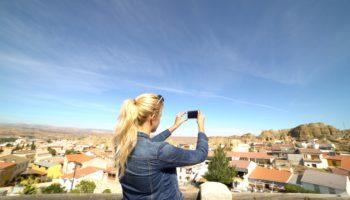 CHICA FOTOGRAFICA PURULLENA 350x200 - Balance: el Geoparque en2020. - Geoparque de Granada