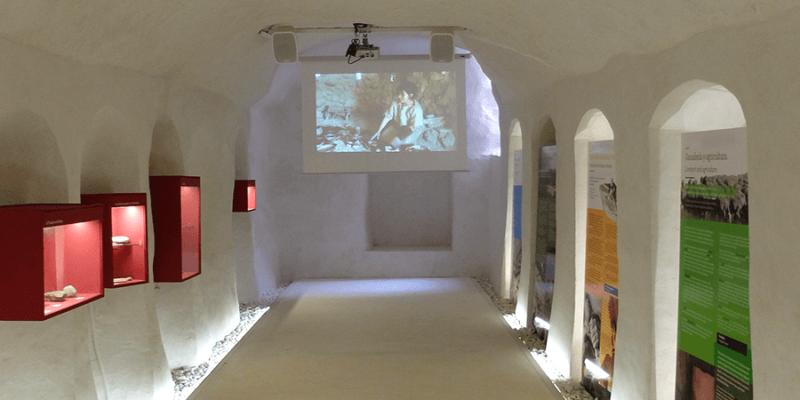 centro interpretacion arqueologico virgen de la cabeza 800x400 - Centro de Interpretación Cerro de la Virgen de la Cabeza - Geoparque de Granada