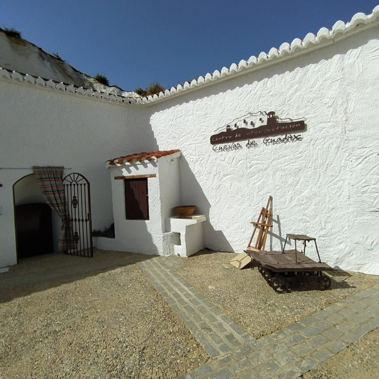 Centro Interpretación Cuevas de Guadix 750x750 - El Geoparque instala espacios de promoción en 36 centros de interpretación y puntos de información turística del territorio - Geoparque de Granada