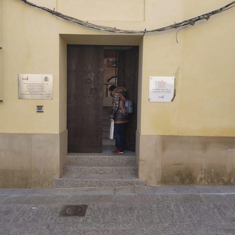 Entrada Hospital Real Guadix 750x750 - El Geoparque instala espacios de promoción en 36 centros de interpretación y puntos de información turística del territorio - Geoparque de Granada