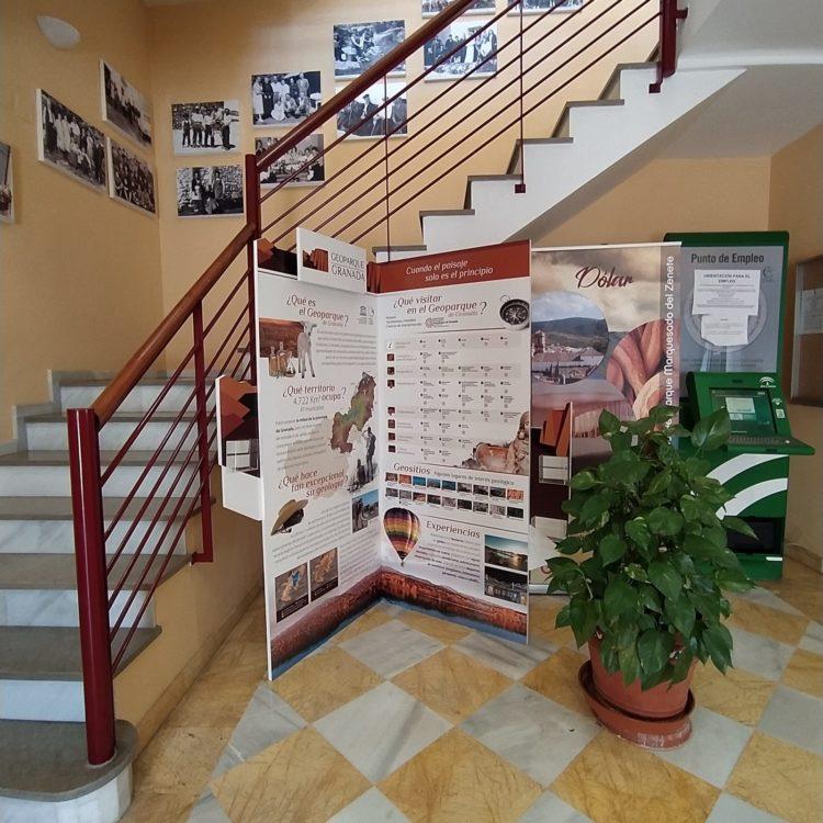 RINCON GEOPARQUE DOLAR 750x750 - El Geoparque instala espacios de promoción en 36 centros de interpretación y puntos de información turística del territorio - Geoparque de Granada