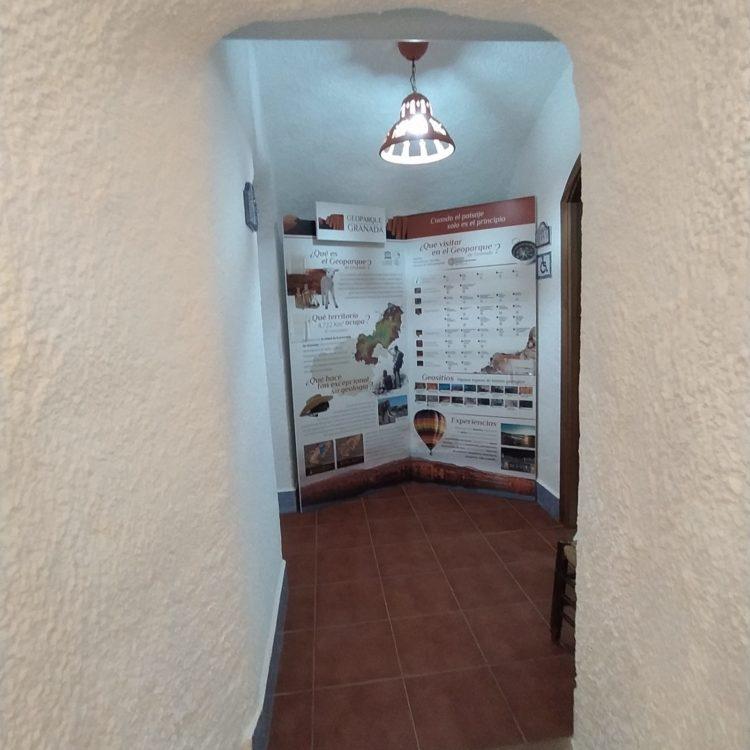 Rincón Geoparque Cuevas de Guadix 750x750 - El Geoparque instala espacios de promoción en 36 centros de interpretación y puntos de información turística del territorio - Geoparque de Granada